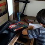 Elevii cer MEC să rezolve problema accesului la școala online, dar și a profesorilor nepregătiți să predea digital