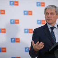 Dacian Cioloș în timpul declarațiilor de la Parlamentul României.